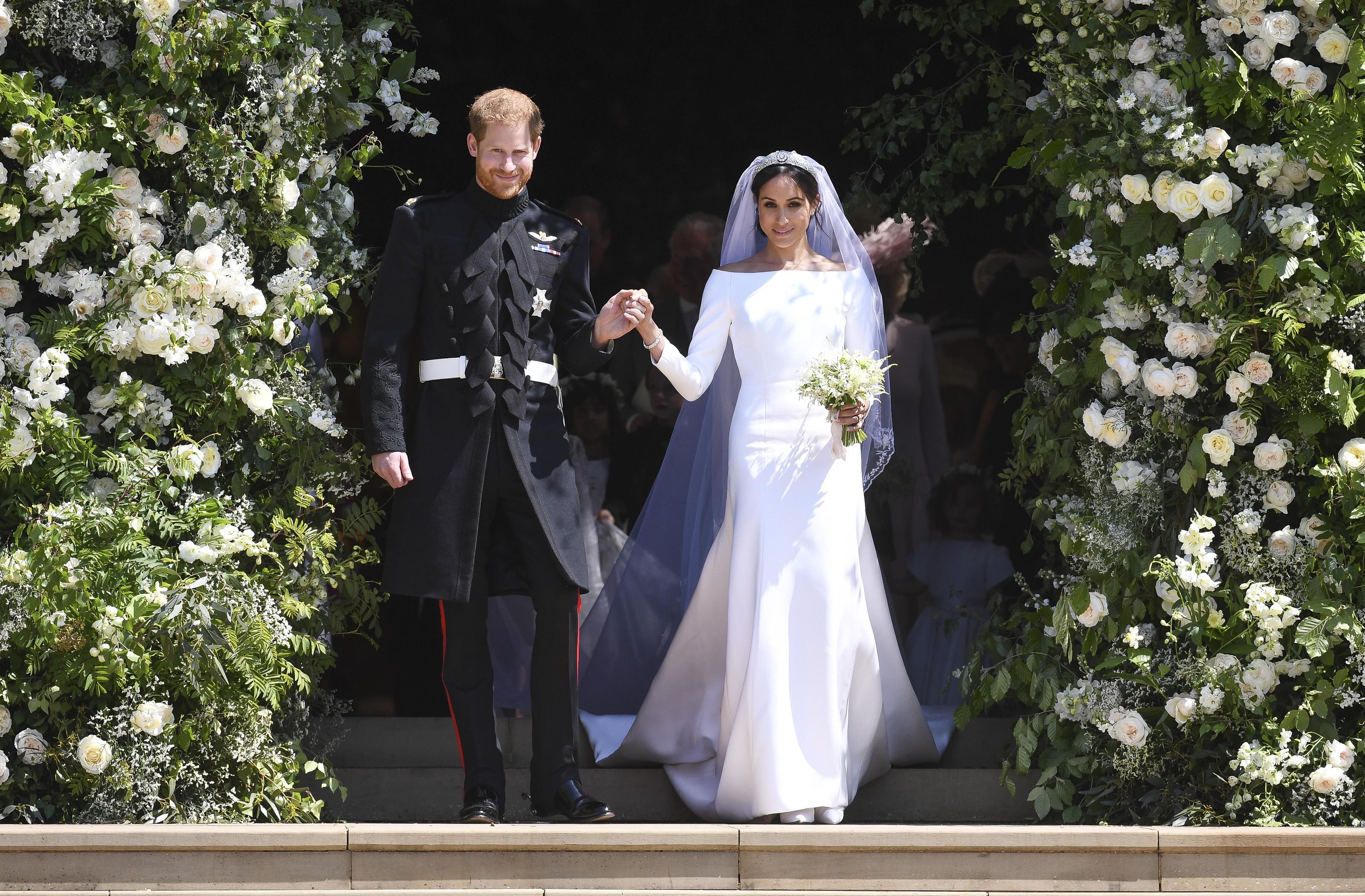 371625dfde9c Meghan Markle  l abito da sposa è di Givenchy - Meghan s Closet